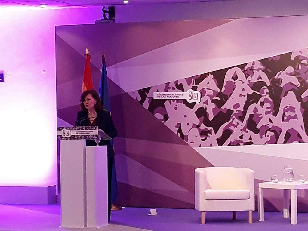Carmen Calvo realiza la ponencia del encuentro de mujeres y liderazgo