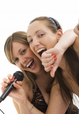 2-girls-singing