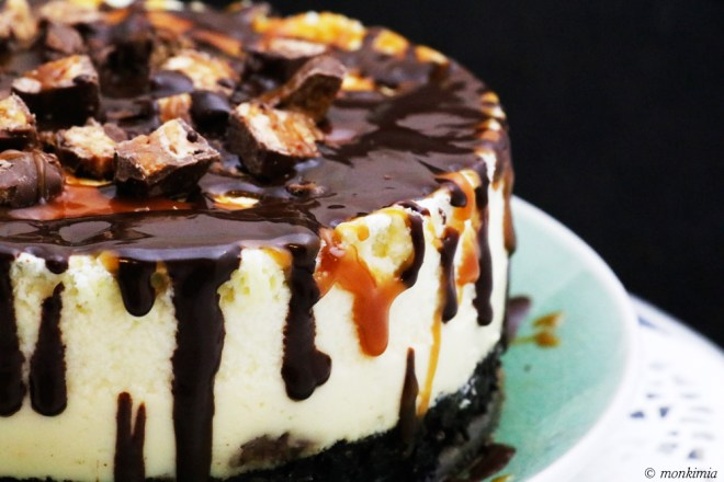 Snickers Caramel Chocolate Oreo Cheesecake