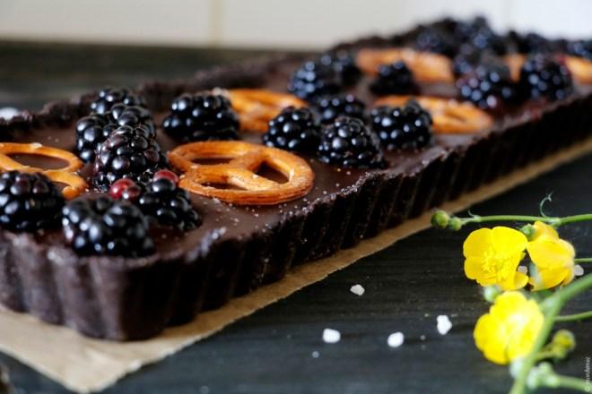 Oreo Cake mit Brombeeren und Brezeln