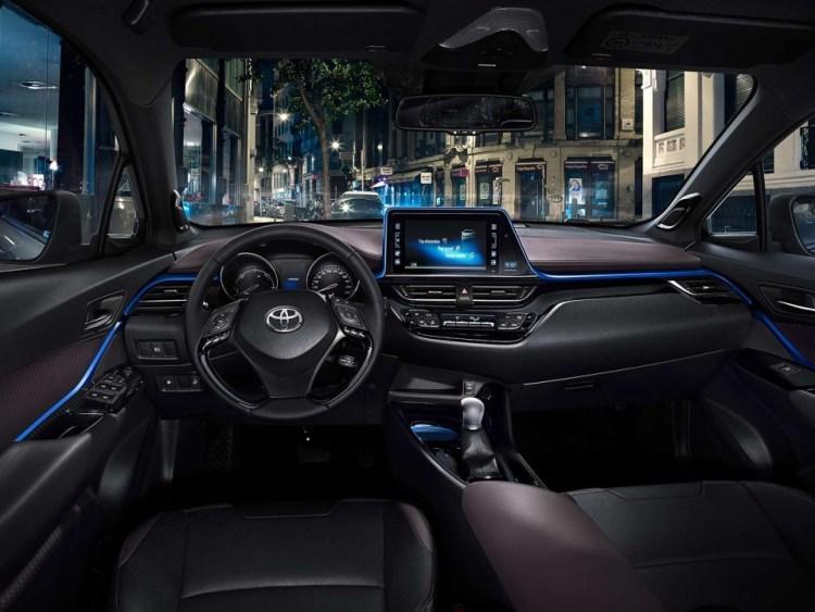 c-hr-interior-full-dashboard-full_tcm-1014-728481