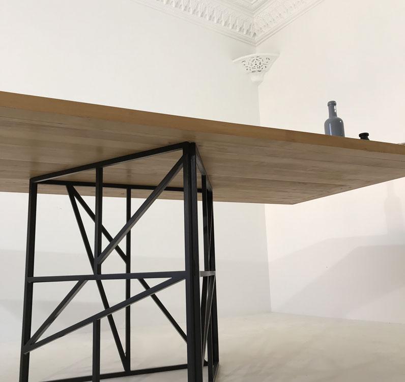 table repas bois metal elegante robuste originale facile d entretien