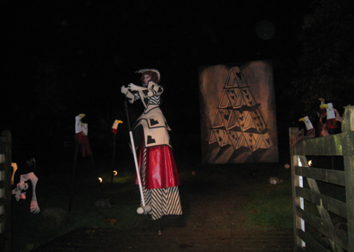 The Queen of Hearts yelling at us (on stilts!)