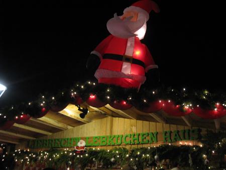 Giant Santa on Liebrecht Lebkuchenhaus