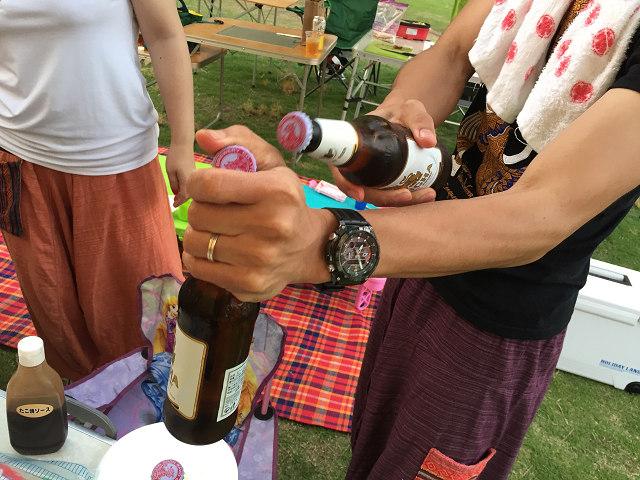瓶と瓶でふたを開ける