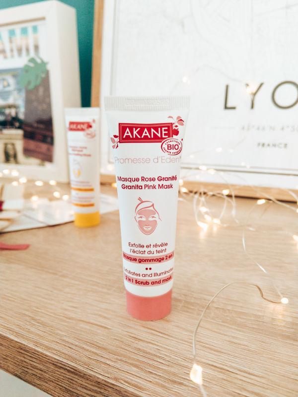 Comment bien appliquer un masque et un gommage - Mon peau de crème - émonoé - Akane