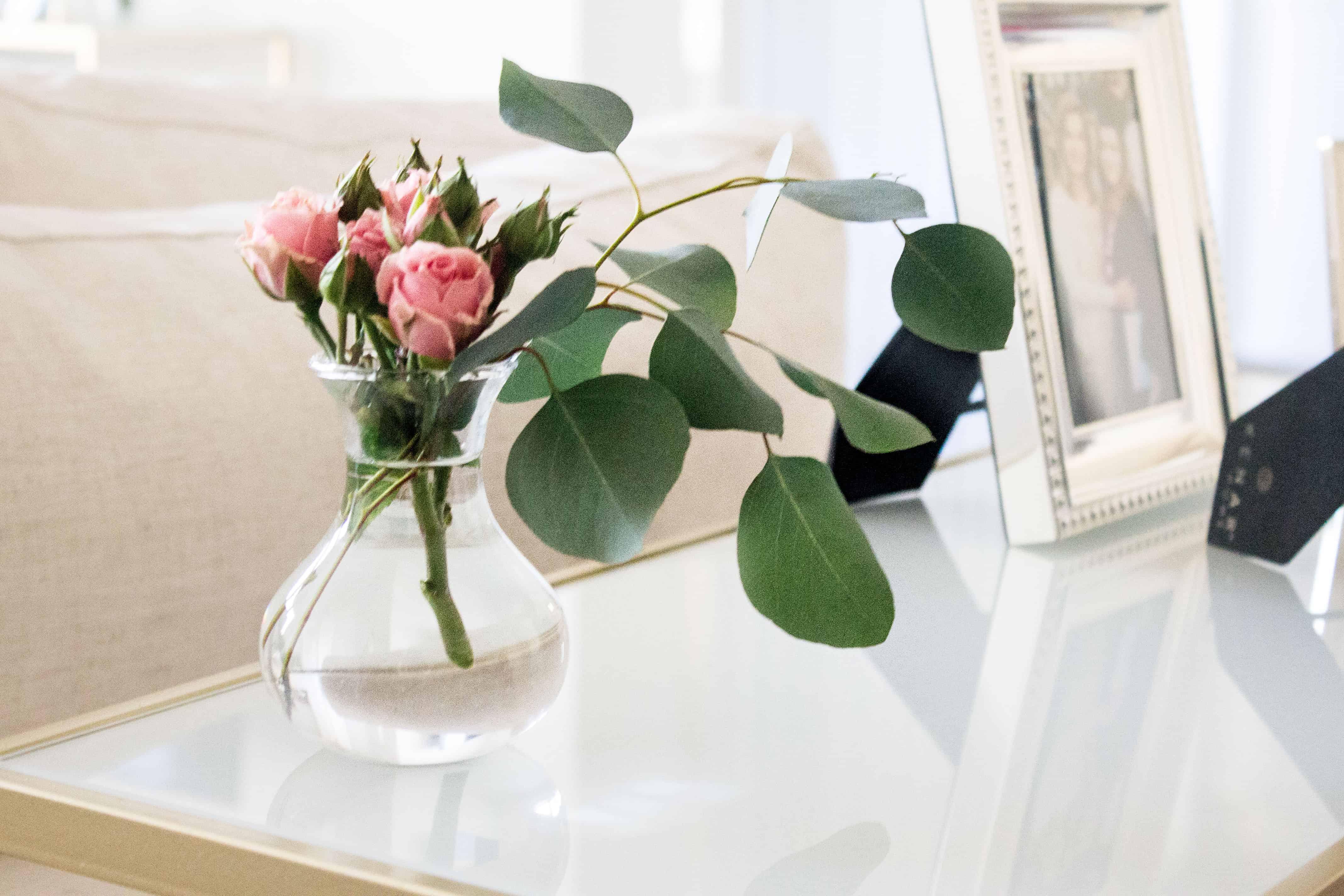 small floral arrangements mon