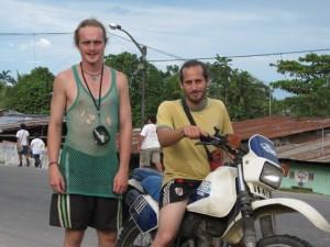 Julien Priarone (à moto) et Tristan Lagier