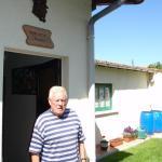 M. Henri Buléon dans son jardin