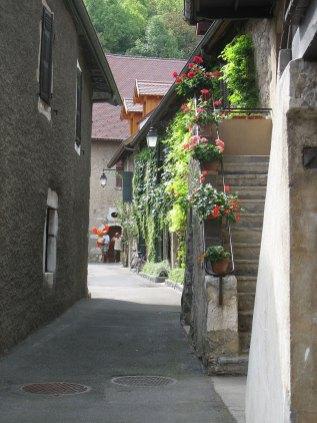Duingt village fleuri