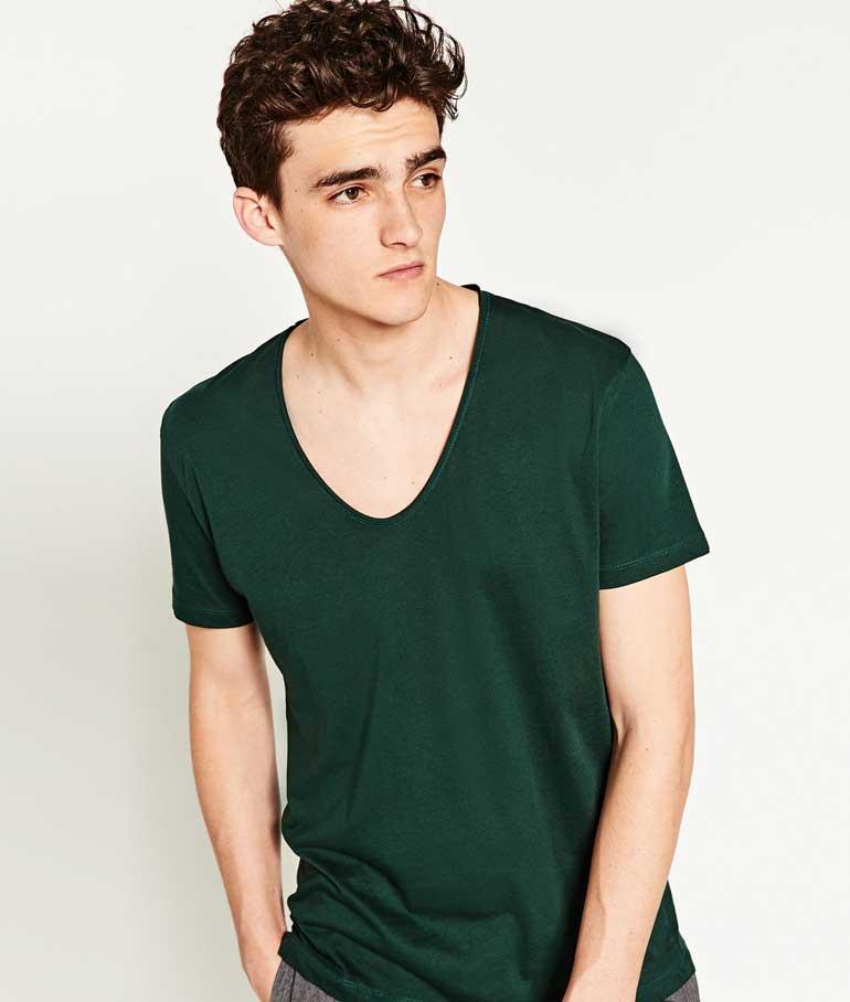 Homme châtain avec un maillot vert