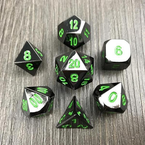 Set de dés en métal noir