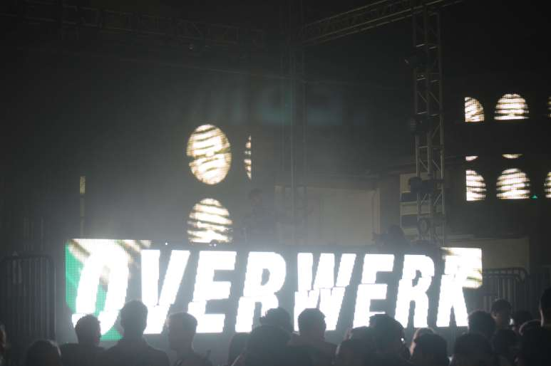 Overwerk- Brian Anderson Monsters and Critics 2015 ©