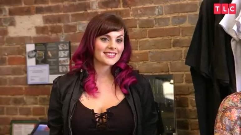 Liz Cook keeps smiling despite getting the cold shoulder on Tattoo Girls