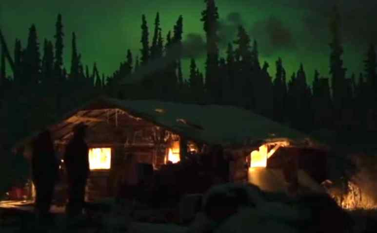 Cabins at night with the northern lights above