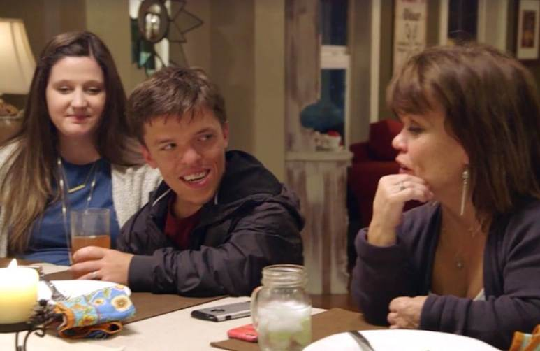 Amy Roloff talkig to Zach and Tori at the dinner table on Little People, Big World