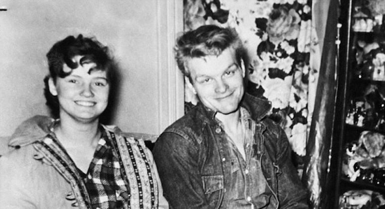 Caril Ann Fugate sitting next to Charles Starkweather