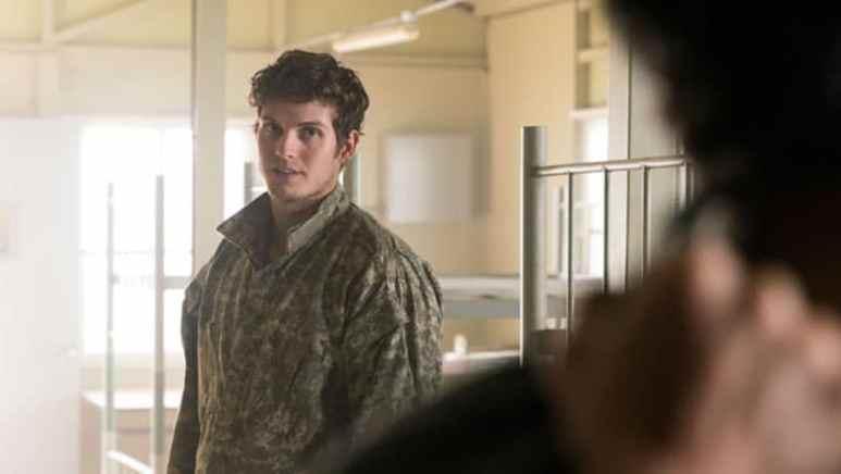 Daniel Sharman dressed in camouflage as Troy Otto in Fear the Walking Dead