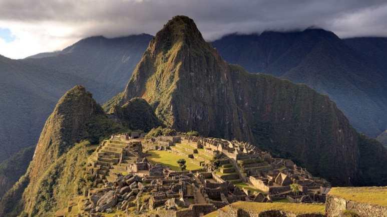 Panoramic photo of Macchu Picchu