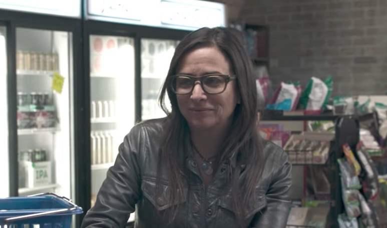 Pamela Adlon as Sam talking to a cashier on Better Things Season 2