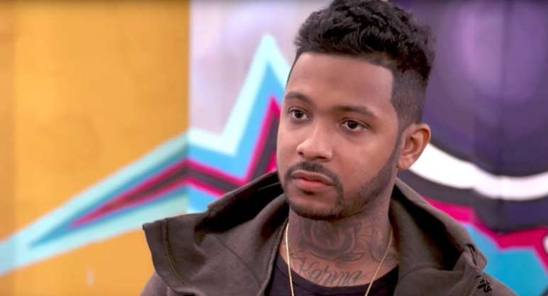 Ryan Henry talking in the 9Mag shop on Black Ink Crew: Chicago