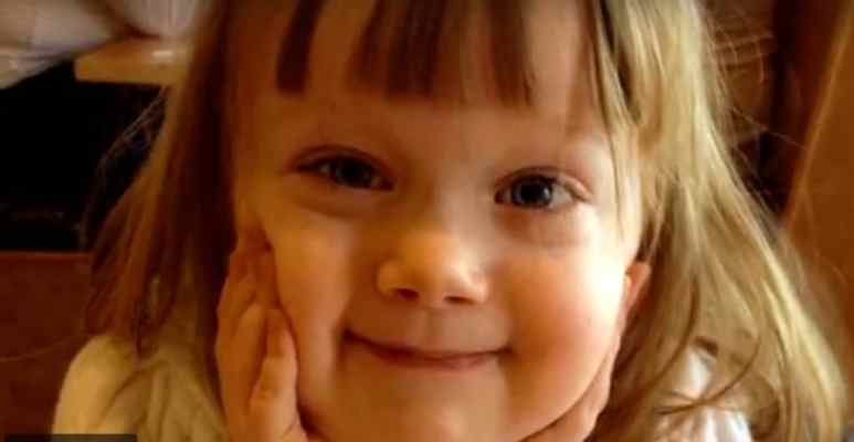 Lucy Wies smiling, the child suffers from the rare Job Syndrome