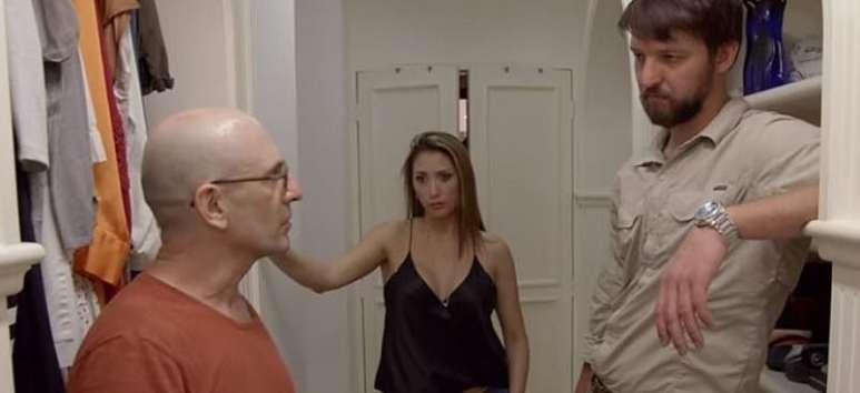 Claudia an Doug listen to Paul who has a beat on where some hidden Escobar loot may be hiding