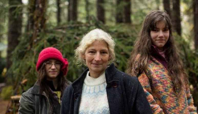 Snowbird Brown, Ami Brown and Rain Brown on Alaskan Bush People