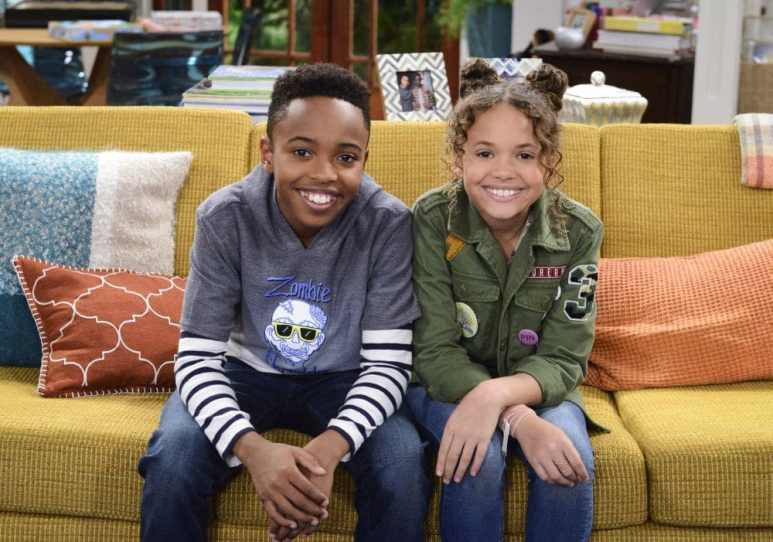Cousins for Life sees Ivy (Scarlet Spencer), and Stuart (Dallas Dupree Young) live together. Pic credit: Nickelodeon
