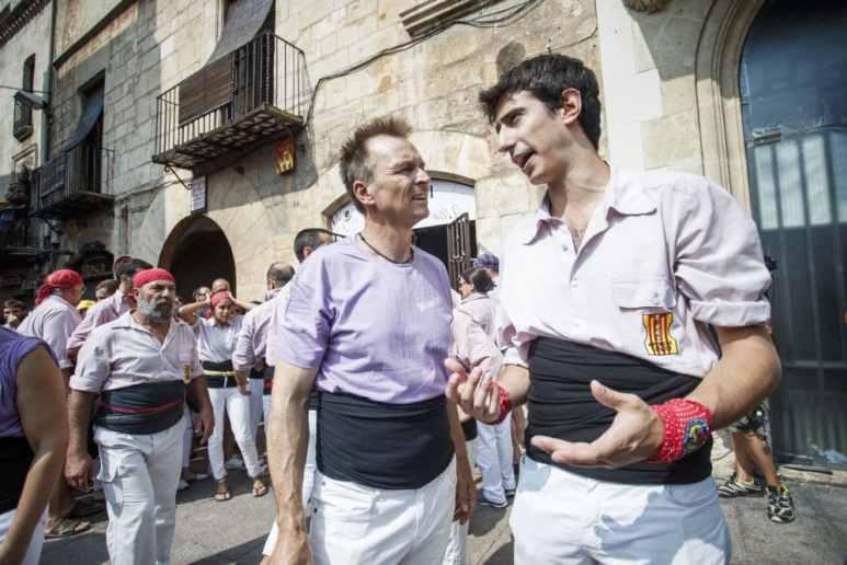 Keoghan talking to Paul in Villafranca del Penedes, Spain - Pic credit: National Geographic- Xavi Torrent