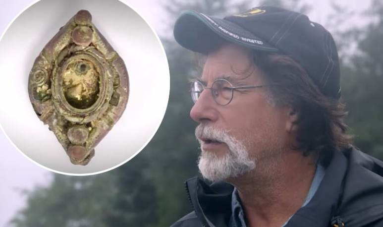 Rick Lagina and brooch on The Curse of Oak Island