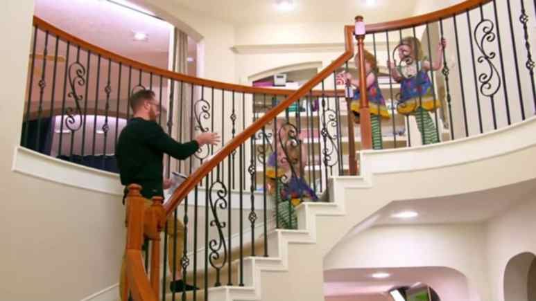 Adam Busby and the quints on OutDaughtered.