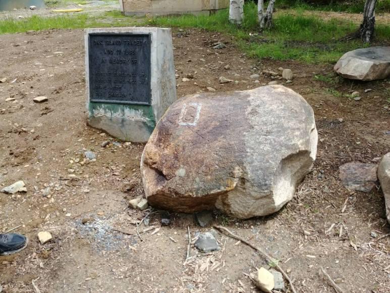 The G stone displayed near 10x