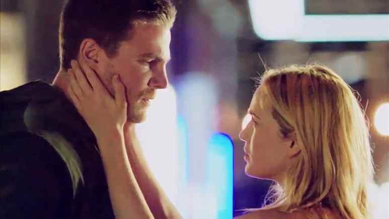 Stephen Amell as Oliver Queen and Caity Lotz as Sara Lance on Arrow.