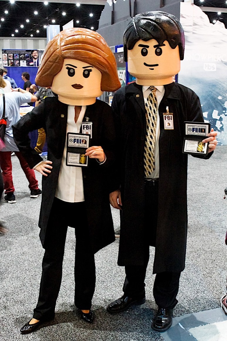 LEGO Mulder and Scully from the X-Files