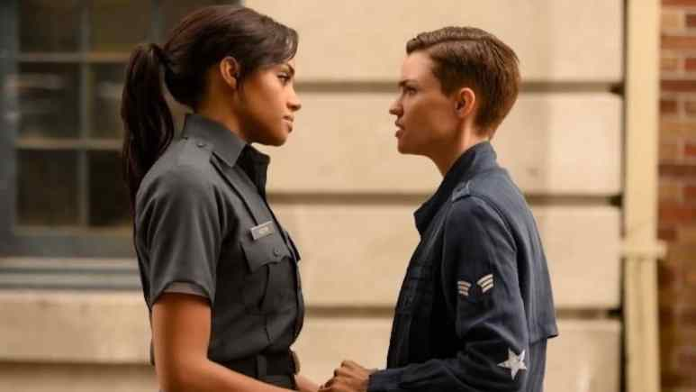 Meagan Tandy as Sophie Moore and Ruby Rose as Kate Kane in Bawoman