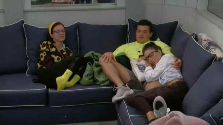 BB21 Cast Relaxing