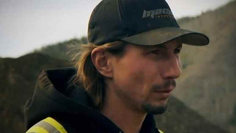 Parker Schnabel addresses his crew and shares the immense workload ahead of them all, it's met with mixed reactions. Pic credit: Discovery