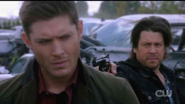 Lee holds Dean at gunpoint after a grisly discovery. Pic credit: The CW