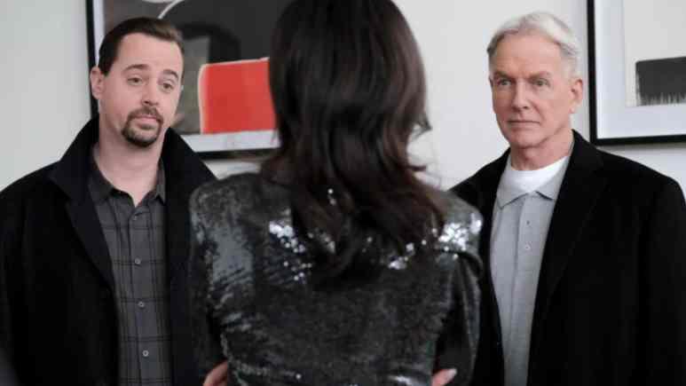 Sean Murray as Agent McGee and Mark Harmon as Agent Gibbs on Season 17 NCIS cast