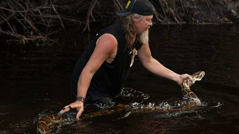 Dusty Crum in action in the Everglades. Pic credit: Discovery.