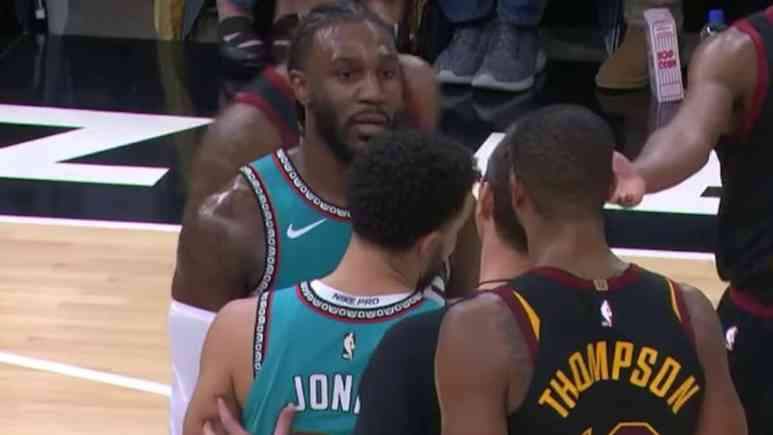 jae crowder and tristan thompson exchange words during cavs grizzlies game