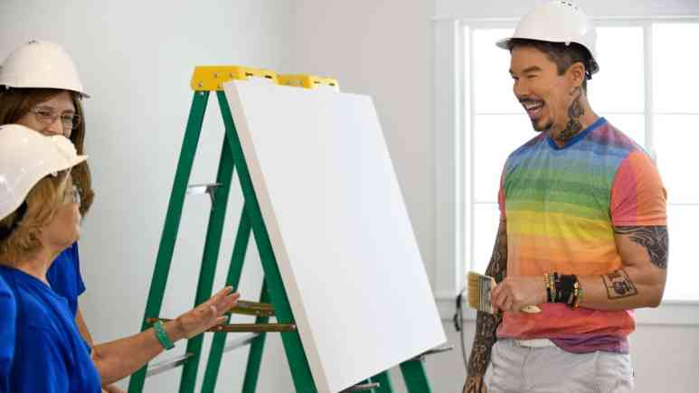 David here with the volunteers as he explains how he whites out a canvas first to allow the depth of the colors to mix and meld in the final piece. Pic credit: HGTV