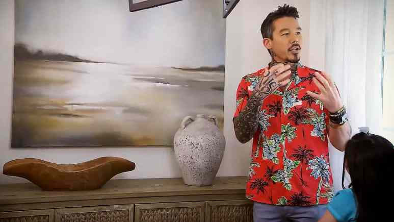 David Bromstad is on e of the special guests on the March 1 episode with the Holtzclaw family as he paints then a unique piece of art, and its beautiful. Pic credit: HGTV.