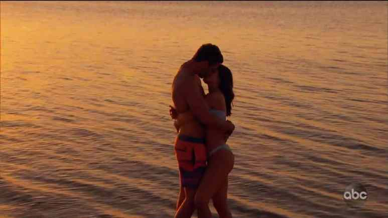 hannah ann and peter weber kiss in australia during fantasy suite date
