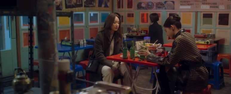 Yoon Nana and Lee Roo-Mi in restaurant