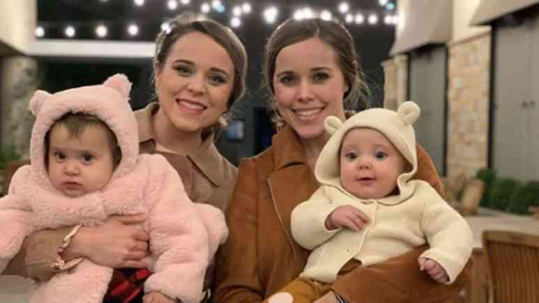 Jinger and Jessa Duggar with their daughters.