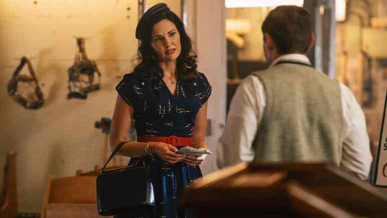 """Laura Mennell as Mimi Hynek and Keir O'Donnell as Evan at a UFO Group in Project Blue Book Season 2 Episode 1 """"Roswell"""""""