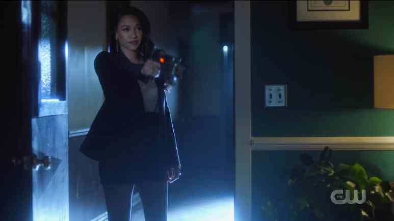 Mirror Iris (Candice Patton) ruthlessly shoots down Kamilla (Victoria Park) with a mirror gun. Pic credit: The CW