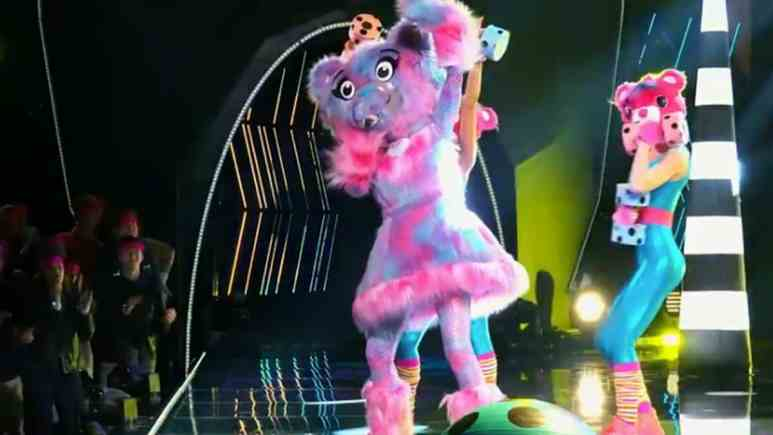 Sarah Palin is the Bear on The Masked Singer